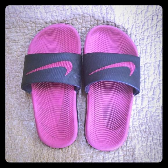 c50172dcb7803 Nike slides little girls size 11. M 5aad8fb5739d485147384ddf
